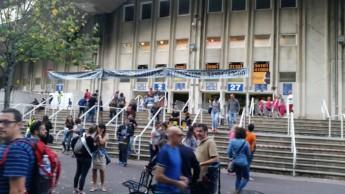 Retrait du dossard au stade Anoeta