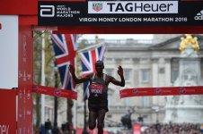 Le vainqueur, Kipchoge, échoue à 7sec du record du monde ...