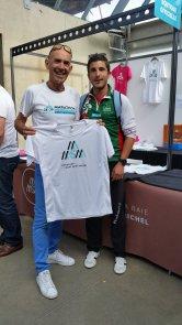 Dominique Chauvelier (ici en tant que responsable des meneurs d'allures). 4 fois champion de France de marathon avec un record à 2h11 !!