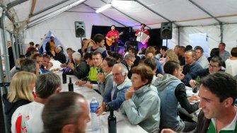 Repas animé par les chanteurs basques Milou et Cédric