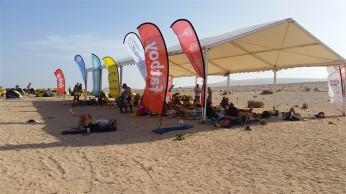 Tente où les coureurs se retrouvent à l'ombre pour se reposer, discuter, ...